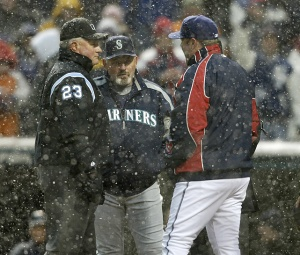 mariners-indians-snow